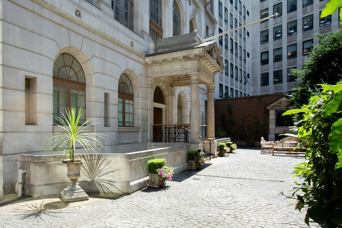 The impressive Saddlers' Hall stands just a few yards from St. Paul's Cathedral.